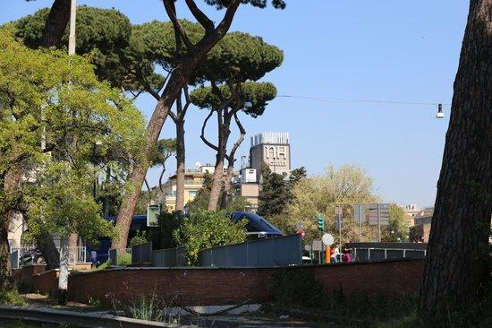 NH Collection Roma Vittorio Veneto: hotel, vanuit het park