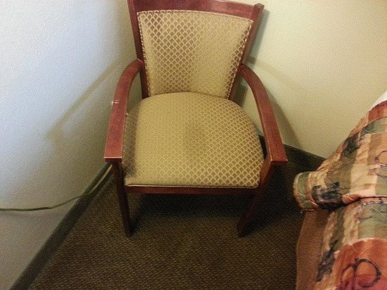 Days Inn Casper: Gross stain on armchair