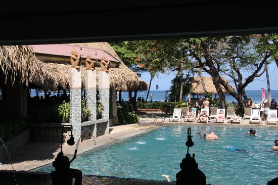 Hotel Tamarindo Diria: Pool view from lobby