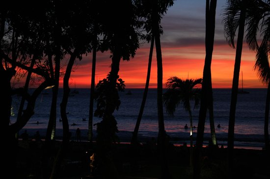 Hotel Tamarindo Diria: Sunset view of gounds