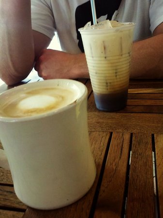 Pinky's West: latte and iced coffee