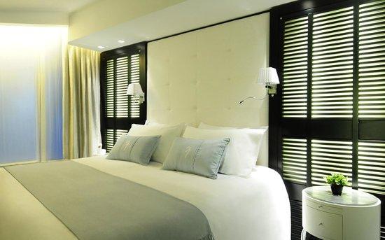 1828 Smart Hotel: Smart Room