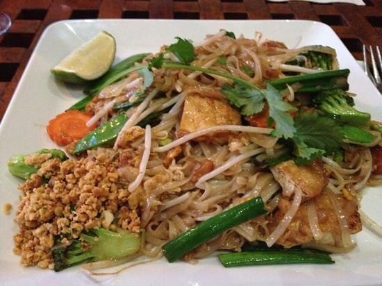 Thai Thai - East: veggie pad thai