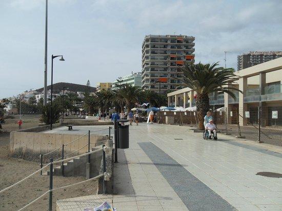 Spring Arona Gran Hotel: de zeedijk nabij het hotel