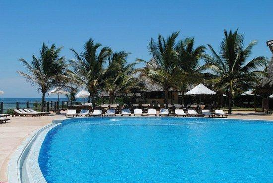 Ora Resort Watamu Bay: Bar in piscina