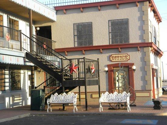 Big Texan Motel : Motel Office