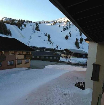 Mammoth Mountain Inn: View of Mountain from Hotel Room 700's