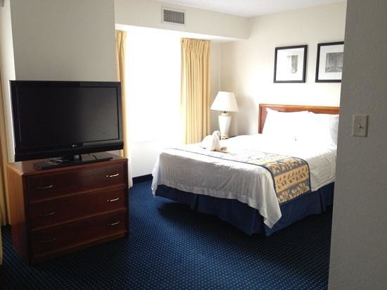Residence Inn Hartford Manchester: queen suite