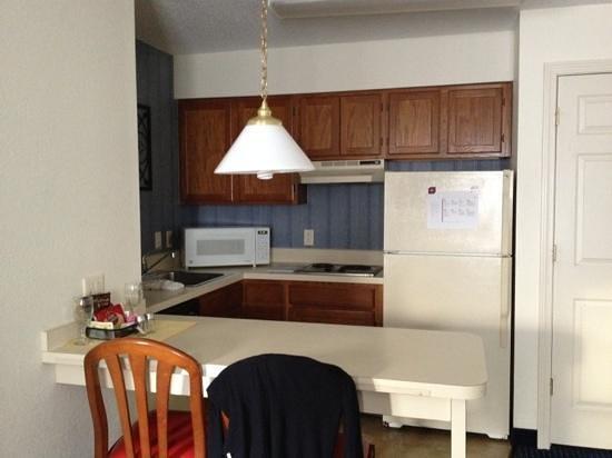 Residence Inn Hartford Manchester : kitchen area
