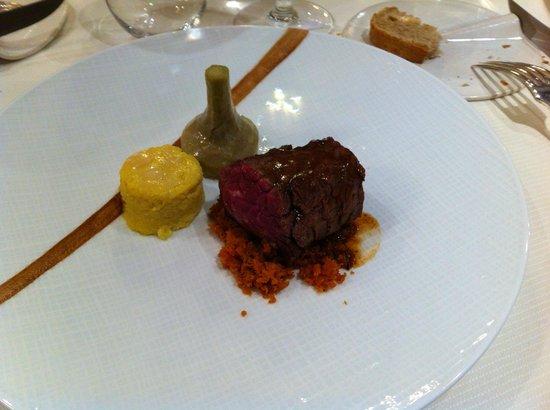 Laurent Trochain: onglet de boeuf angus, gnocchi de semoule, artichaut et carottes grillées