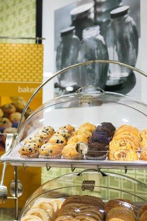 Hampton Inn & Suites Asheville-I-26: Fresh Pastries