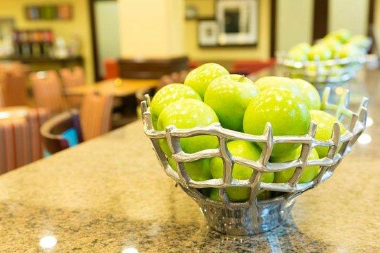 Hampton Inn & Suites Asheville-I-26: Fresh Apples for your enjoyment 24-hours a day