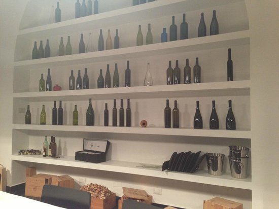 Vino Roma: Bottles of wine