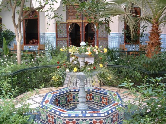 Riad Dar Sbihi: Courtyard adorned with central fountain