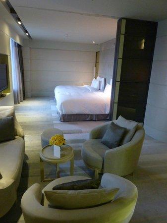 Hotel Nikko Saigon: Coin nuit depuis le salon