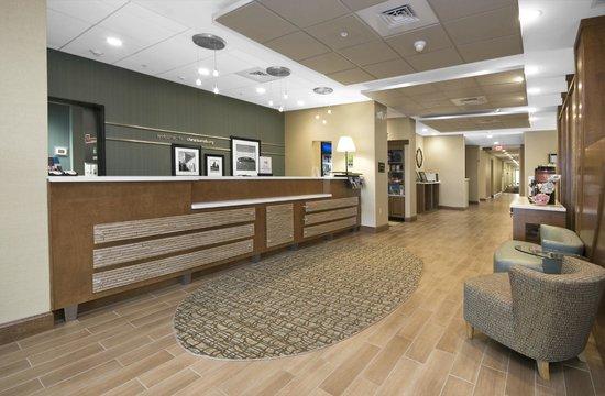 Hampton Inn Christiansburg/Blacksburg : Lobby Entrance