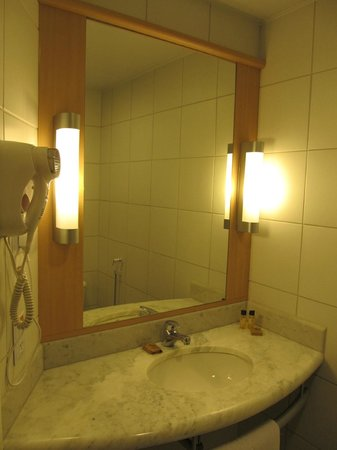Ibis Larco Miraflores: Bathroom