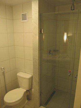 Ibis Larco Miraflores: Shower