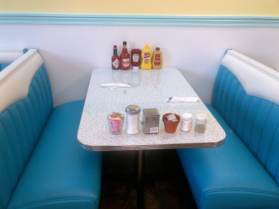 ‪‪Hartland Diner‬: Comfortable, beautiful booths.‬