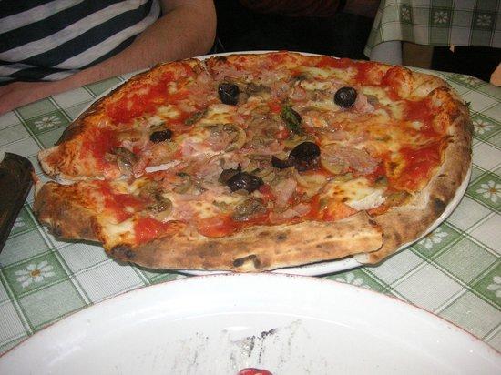 Pizzeria Luna Caprese Sas Di Luna Michelina : Yummy Pizza