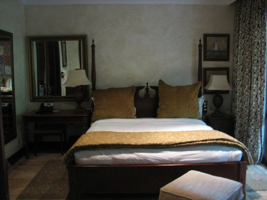 Forest Suites Hotel: Bedroom