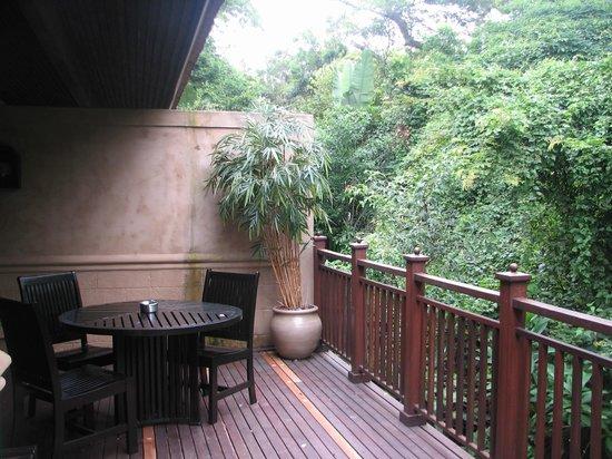 Forest Suites Hotel : Deck