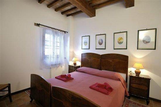 Le Gorghe di Valmarino: Camera matrimoniale Appartamento Dritta