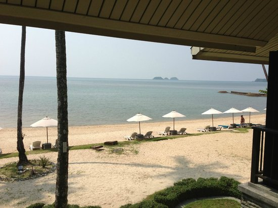 Mercure Koh Chang Hideaway Hotel: View to the beach