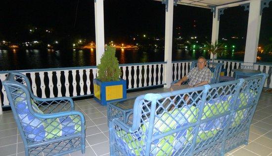 Hotel Casazul: Deck in front of third floor lake side rooms