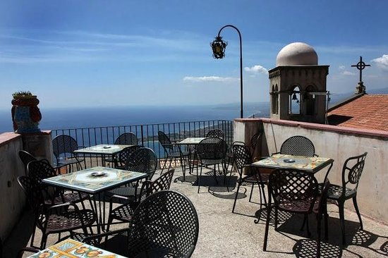 Castelmola, Ιταλία: Bar Turrisi terrazza panoramica