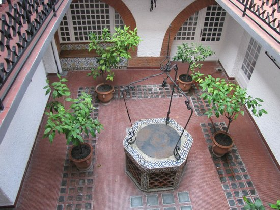 Royal Wilson: Cortile interno