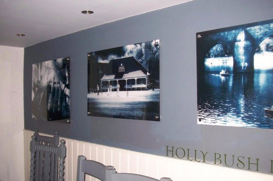The Holly Bush Inn: Pictures in restaurant