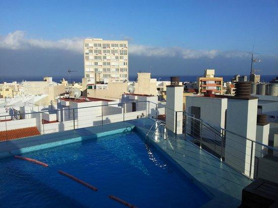 Piscina y vistas picture of hotel taburiente santa cruz for Piscina santa cruz de tenerife