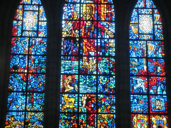 Catedral de St. George (San Jorge): Stained glass window