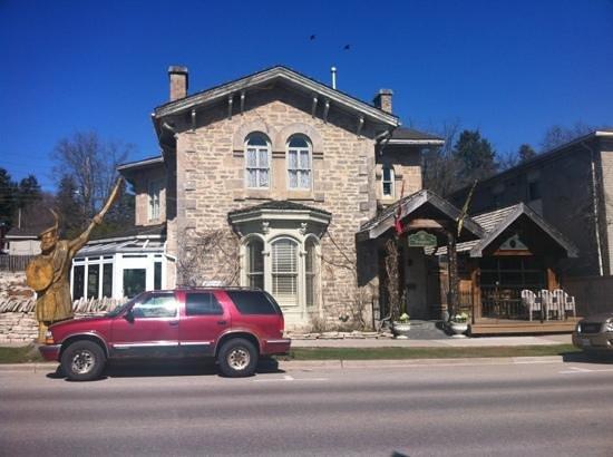 The Breadalbane Inn : Front of building