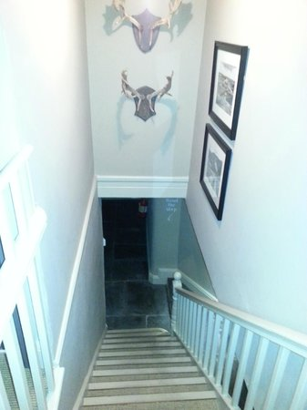 Queen's Head Hotel: Staircase leading to Room 101