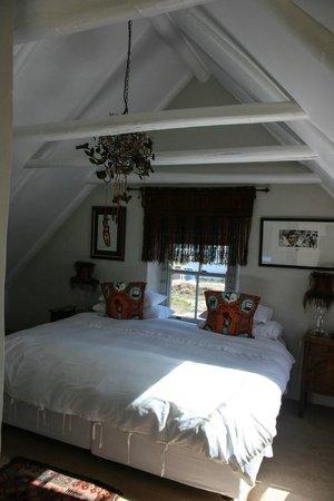 ah! Guest House: Gemütliches und stilvolles Dachzimmer (Orange Room)