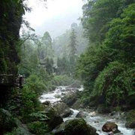 Luofeng Peak