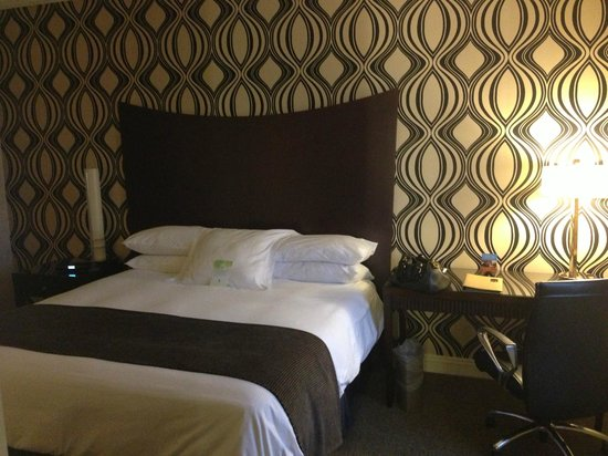 Madison Hotel: Bed