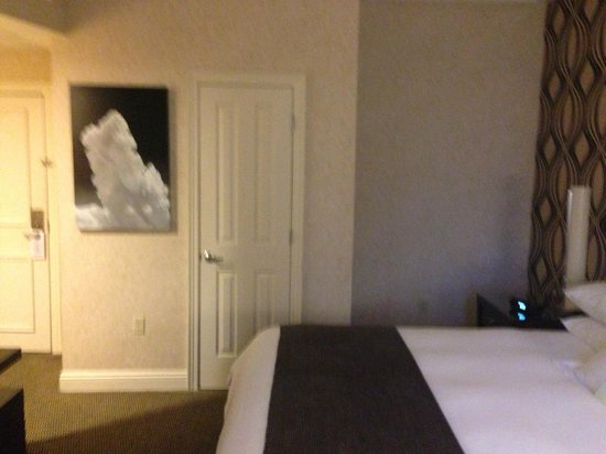 Madison Hotel: Room