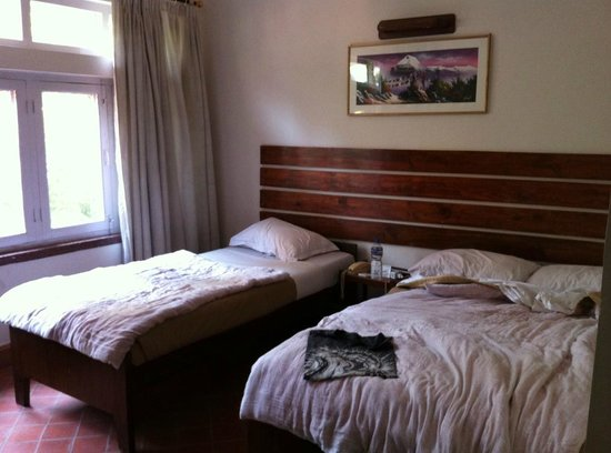 Thorong Peak Guest House : Huge room