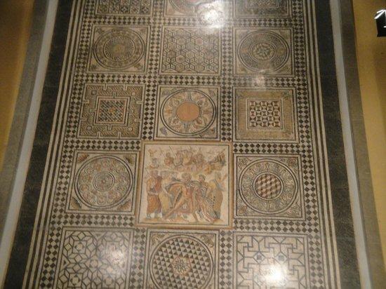 Museum of Gallo-Roman Civilization: mosaic