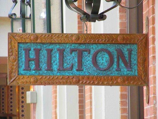 Hilton Palacio del Rio: Sign outside of the hotel