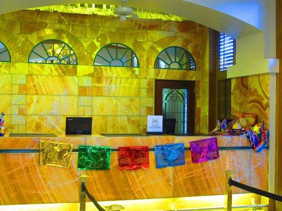 Hilton Palacio del Rio: Front desk decorated for Fiesta