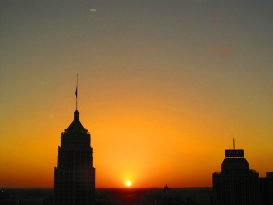 Hilton Palacio del Rio: Sunset view from 22nd Floor