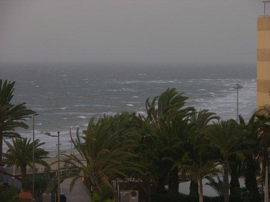 Guinea Apartments: Calima, harde wind en hele hoge temperaturen.