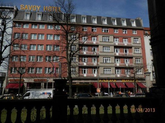 Savoy Hotel Berlin: Hotel set fra gaden