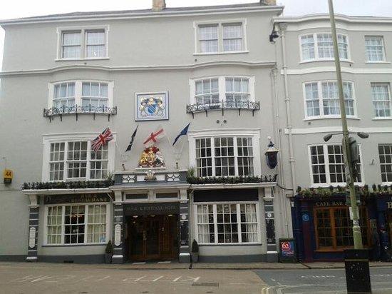 Royal & Fortescue Hotel: Hotel & Bank restaurant