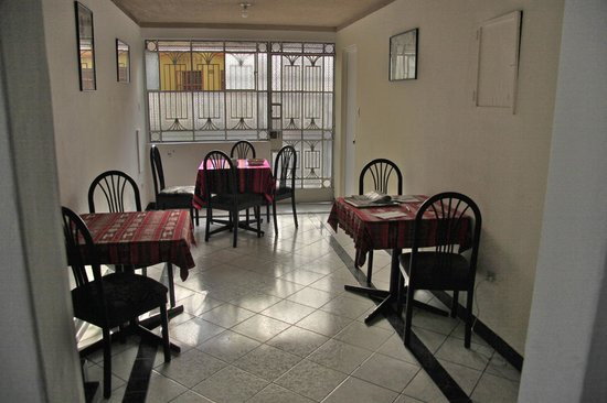 Hostal Victor - Lima Airport Hostel: breakfast room