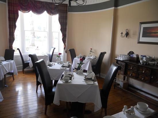 Glen Mhor Hotel & Apartments: breakfast room